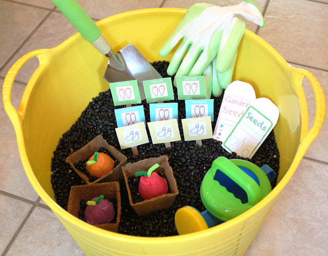Veggie garden sensory play bin for the littles (free printables too!)