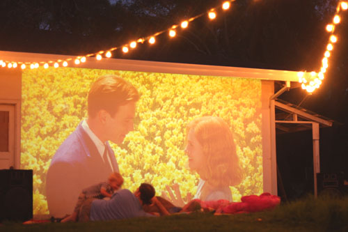 outdoor-backyard-movie