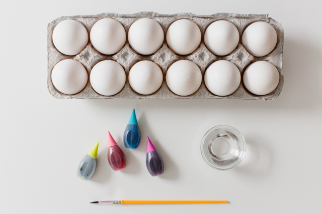 Watercolor Easter Egg Dying - less mess and more creativity!