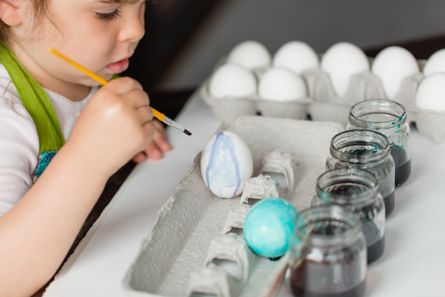 Watercolor Easter Eggs - Less mess & more creativity!
