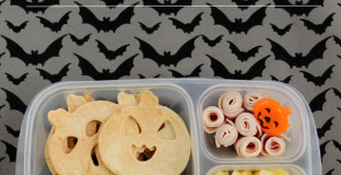 Cute ideas for a special and healthy Halloween lunch - especially love the candy corn fruit salad.