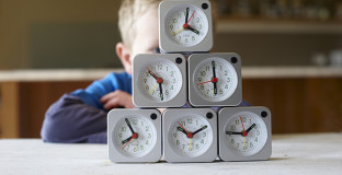 How to help kids adjust to the time change and avoid crankiness and melt-downs from being over-tired.