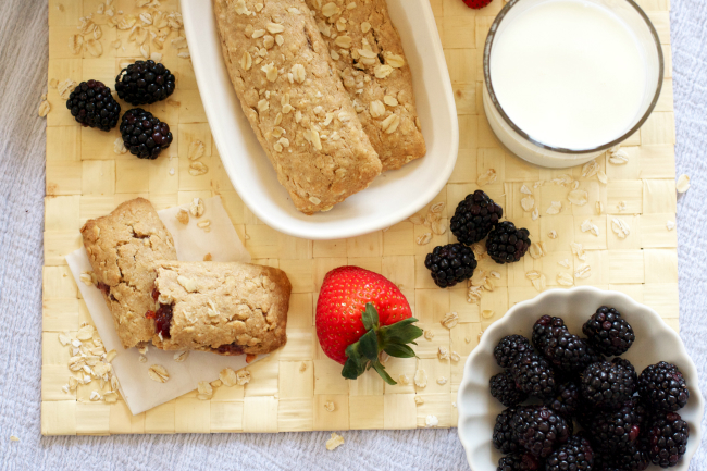Homemade Nutri-Grain-Style Cereal Bars (with a gluten-free option!)