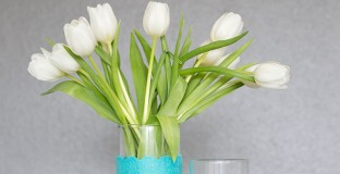 DIY Spring decor: Colorblock Vases - Love the big impact you get from the bold color and interesting textures you use in this simple project. I'm going to make several for my Easter centerpiece!