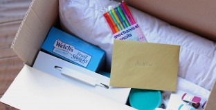 Great ideas for putting together a budget -friendly college gift pack and freshman would love to receive. #spon